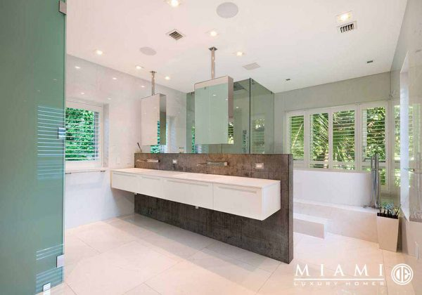 Hammock House Master Bathroom