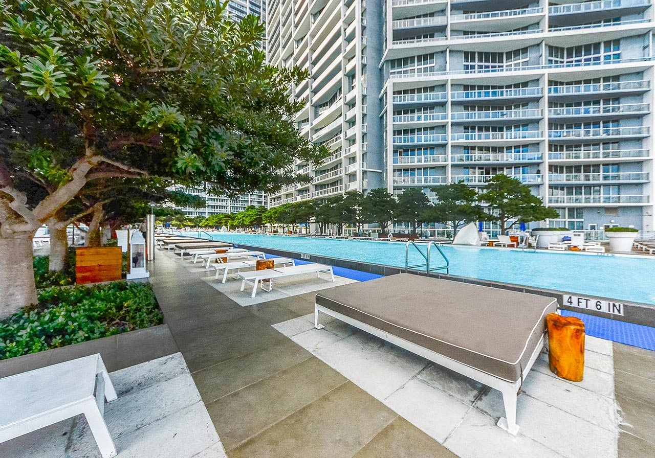 Icon Brickell Pool Deck