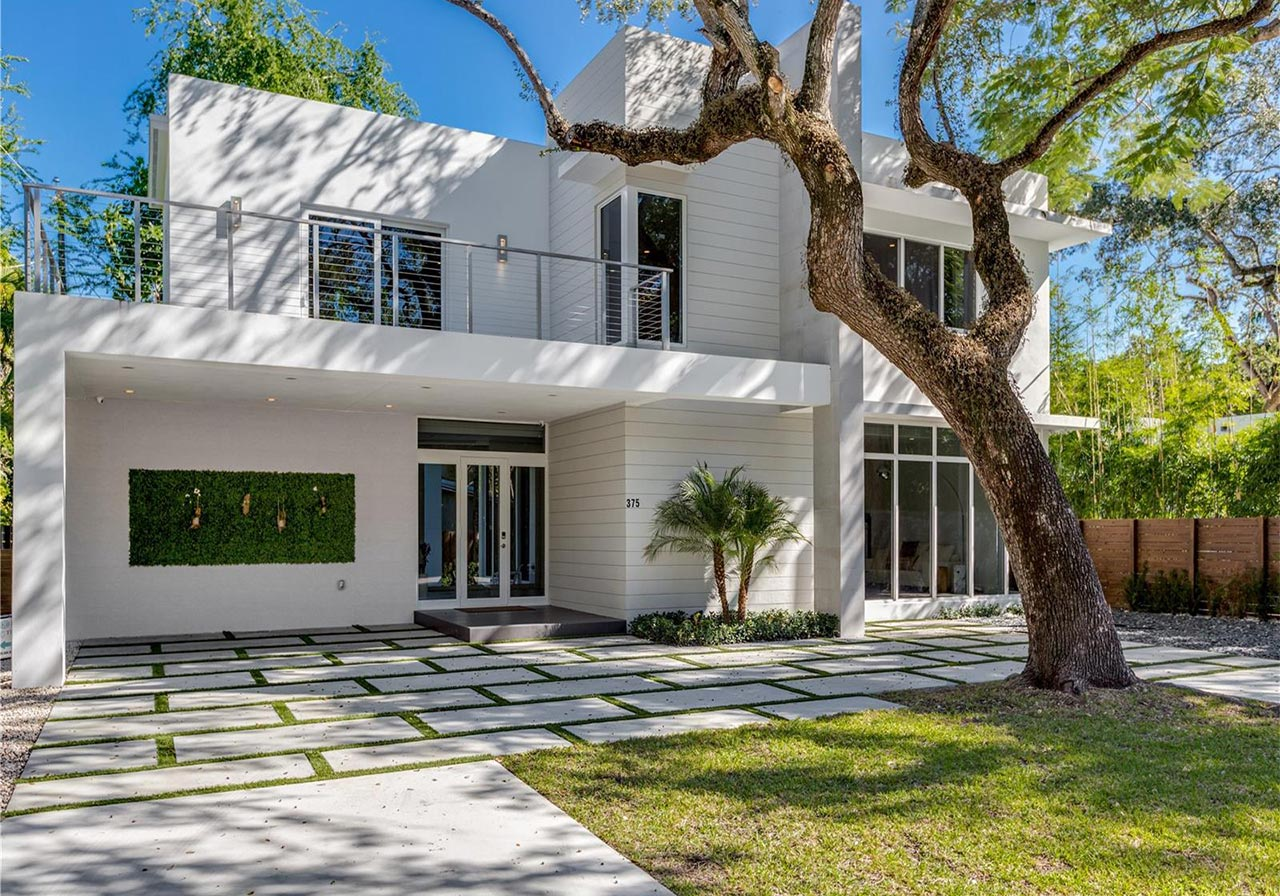 Top 3 coconut grove homes for sale under 1 5m miami for Grove house